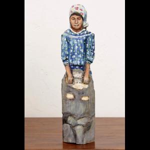 Artesanía figura tarahumara tallada en madera